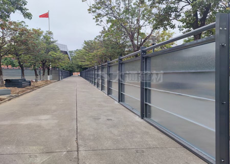 C型钢围挡普通款-深圳小区改造工程施工围挡案例<