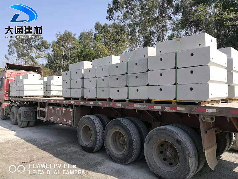 深圳围挡安装基础水泥块