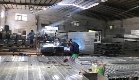 深圳大通建材,引领施工工地围挡新市场,pvc围挡,钢围挡生产销售厂家。